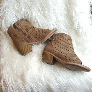 Catherines Peep Toe Cut Booties Size 7W